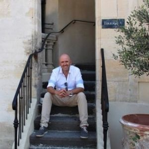 Karl O'Hanlon in front of our French chateau